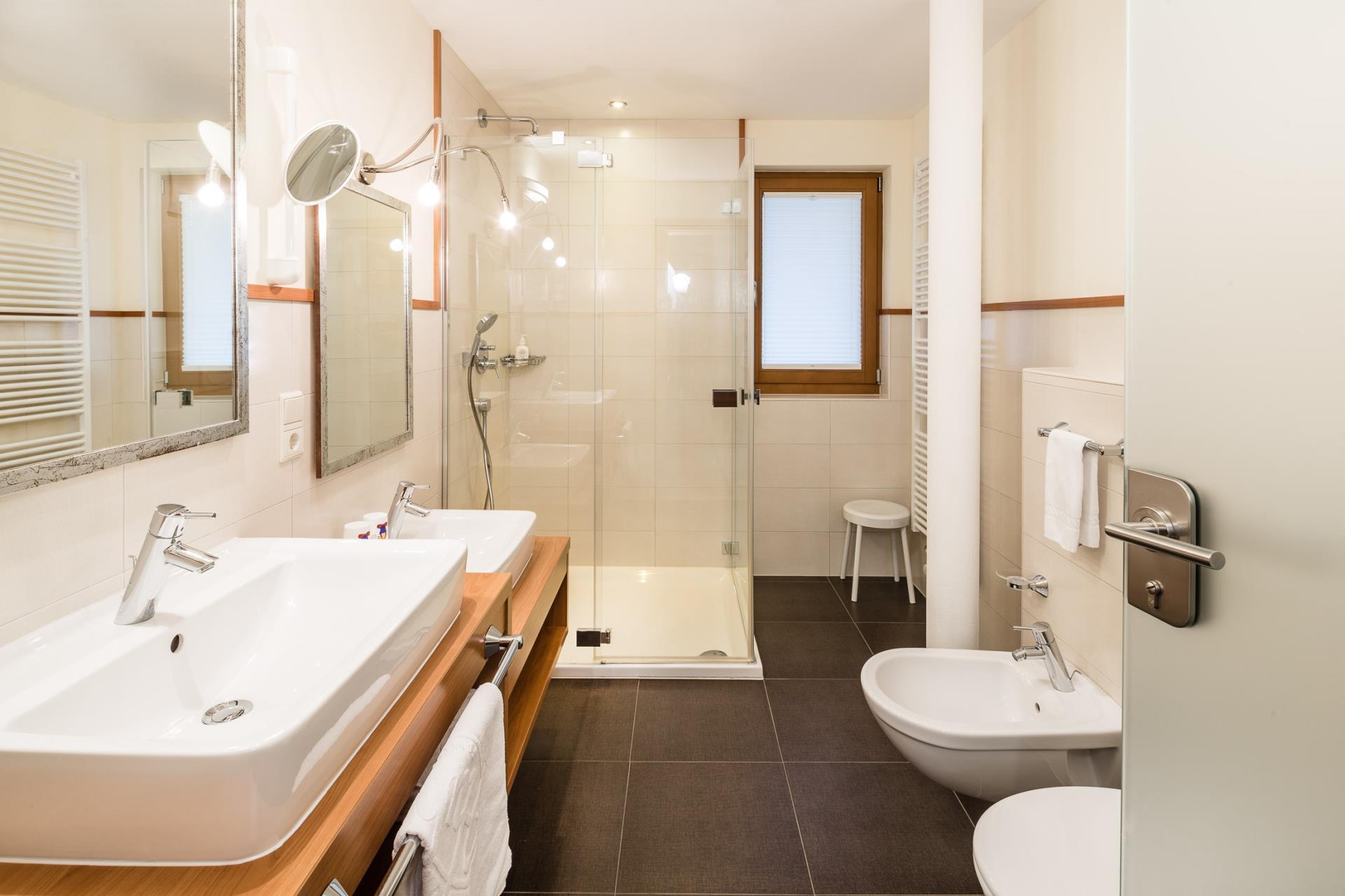 auf ins familienparadies s dtirol die experten huber. Black Bedroom Furniture Sets. Home Design Ideas